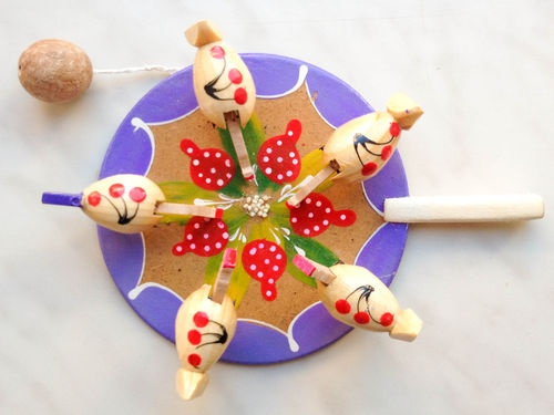 Wooden Russian Folk Action Toy Moving Chickens