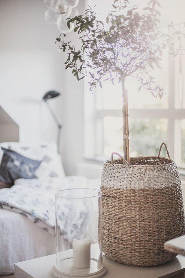 """Ohh dat heerlijk waterige winterzonnetje als je wakker wordt op #zondag en nog even mag blijven liggen in je heerlijke #slaapkamer! """"Schatje, over dat #champagne ontbijt op bed he.."""" http://www.brouzje.nl/webshop - #IKEAcatalogus - Basket, via https://www.bloglovin.com/blog/post/11489665/3320373203"""