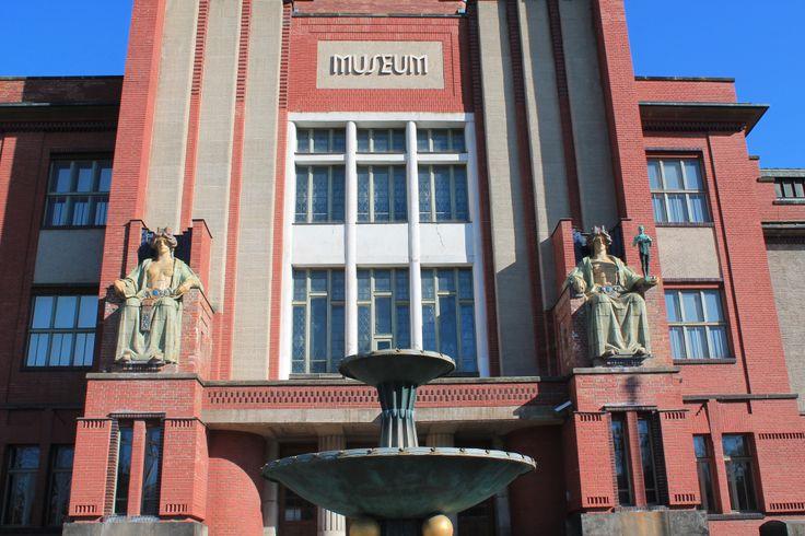 Muzeum východních Čech Eliščino nábřeží 465/7, Hradec Králové autor: Jan Kotera realizace: 1909 - 1912