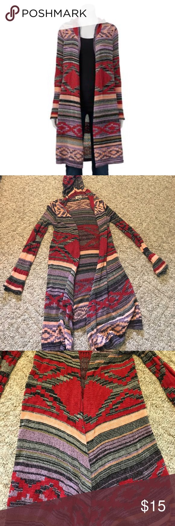 Long MUDD CARDIGAN Medium long cardigan. Tribal print type pattern. Hooded with love sleeves. Perfect for fall with jeans or leggings and boots 😊 Mudd Sweaters Cardigans