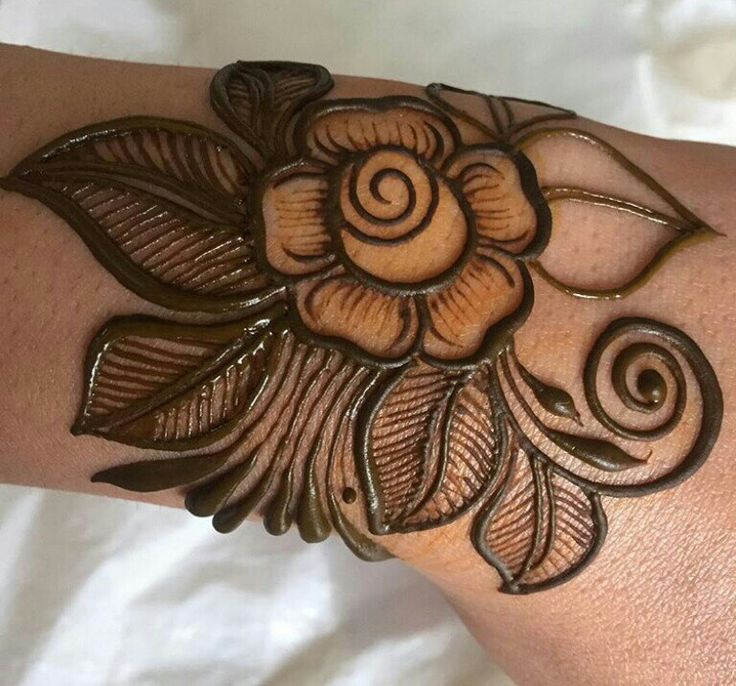 Eid henna 2017. Don't like the flower but love the leaves.