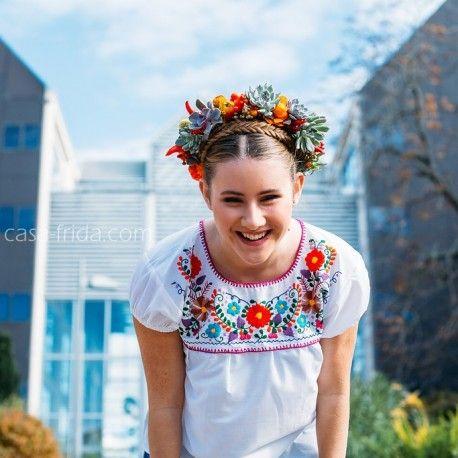 Blouse mexicaine blanche et couronne de succulentes #broderie #florale…