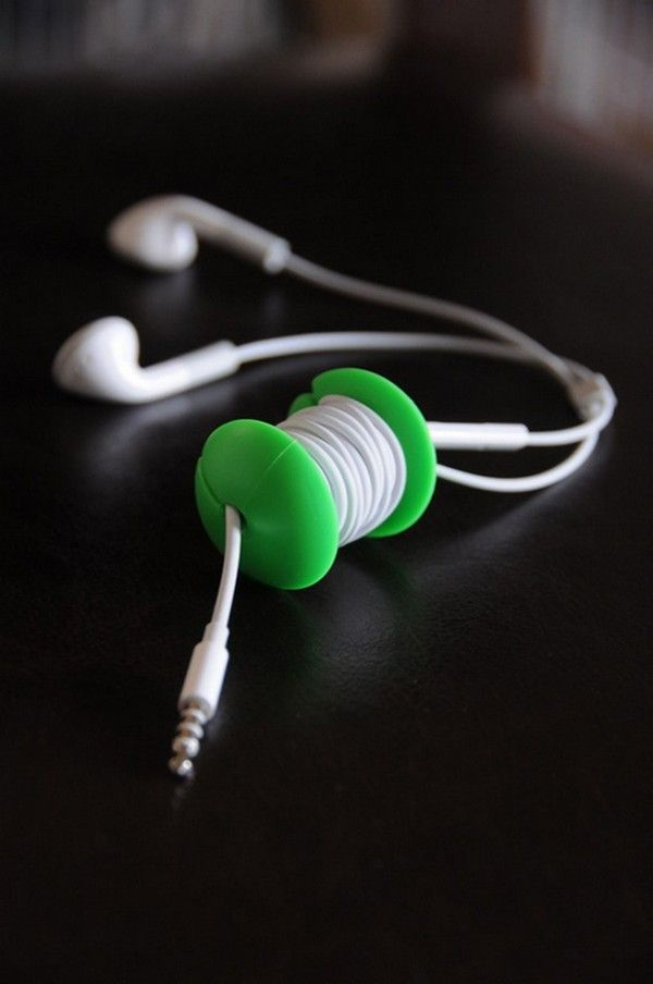 Need this!! Apple core cord organizer...HATE a tangled up cord in my purse