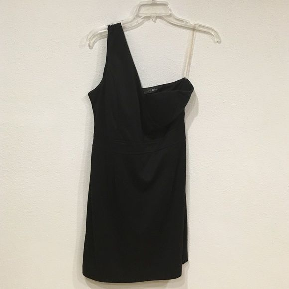 Black one shoulder dress Worn once. Bust: 17. Length: 33. 75% polyester 22% rayon 3% spandex. / no trades, no PayPal Madison Dresses One Shoulder