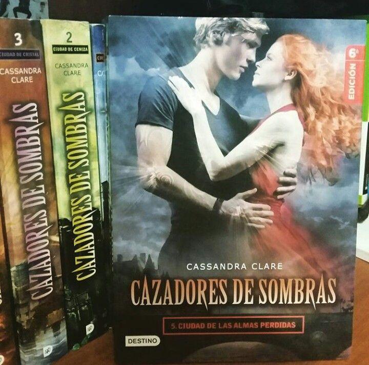"""""""Cazadores de Sombras 5: Ciudad de las Almas Perdidas"""" escrito por Cassandra Clare.:"""