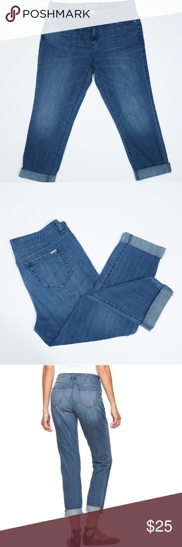 Jennifer Lopez Boyfriend Crop Jeans size 8 Jennifer Lopez Boyfriend Crop Jeans size 8 EUC They don't even look like they have been worn before Jennifer Lopez Jeans Ankle & Cropped
