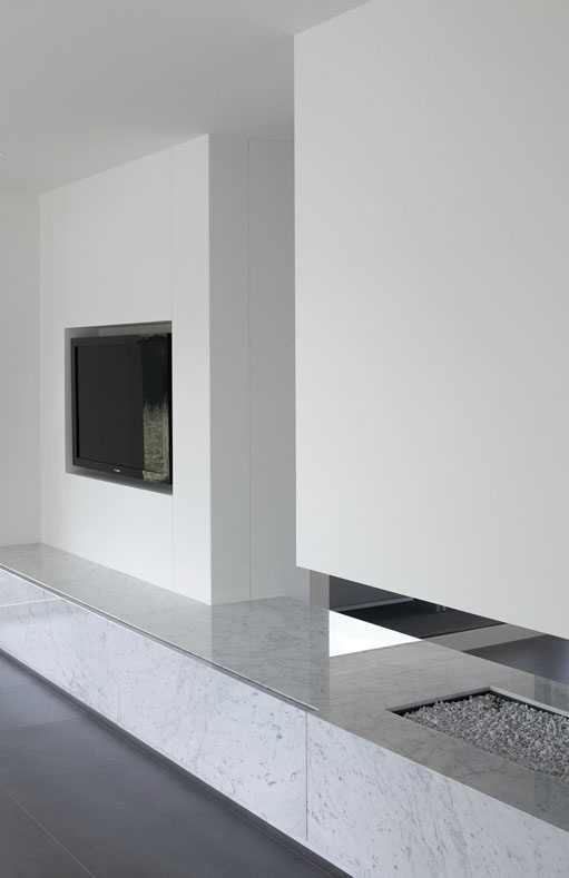 Fire place with tv by Minus.: Marbles Fireplaces, Carrara Marbles, Grey Floors, Fireplaces Marbles, Fireplaces United, Fireplaces Ideas, Interiors Fireplaces, Marble Fireplaces, Fire Places