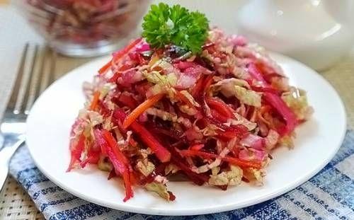 """Салат """"Щетка"""" для похудения В этом рецепте мы расскажем о том, как приготовить салат «Щетка» для похудения – простой, вкусный и очень полезный.  Потому этот салатик и имеет такое название, что выводит из организма токсины, шлаки и вообще все лишнее, что мешает его нормальному функционированию и приводит к набору лишнего веса.  Регулярно кушая такой салатик вместо ужина, действительно можно похудеть, но, конечно, перед этим мы рекомендуем проконсультироваться с вашим врачом,"""