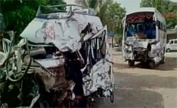 Mumbai: 11 killed, 17 injured as vehicle collides with bus Read complete story click here http://www.thehansindia.com/posts/index/2015-05-25/Mumbai-11-killed-17-injured-as-vehicle-collides-with-bus-153221