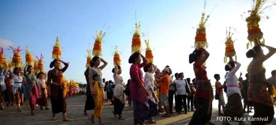 Parade budaya Bali di Kuta Karnival