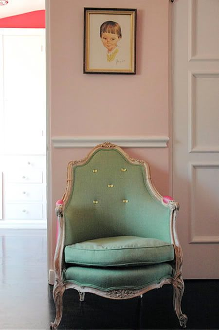 .: Chairs Mint Green, Foo Dogs, Dogs Ate, Reading Chairs, Pink Wall, Green Colors, Green Chairs, Girls Rooms, Sweet Chairs Mint