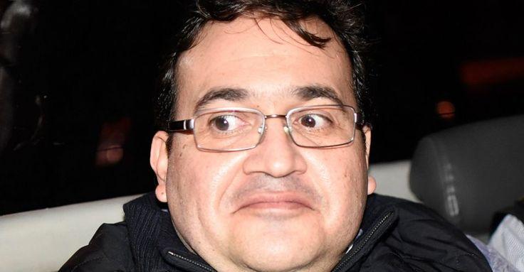 Israel Roldán Javier Duarte deberá enfrentar en México —una vez resuelto su juicio de extradición en Guatemala— la presunta comisión de los delitos de Operaciones con Recursos de Procedencia Ilícita y Delincuencia Organizada, así como por obstaculizar las elecciones de Veracruz. Por estos...
