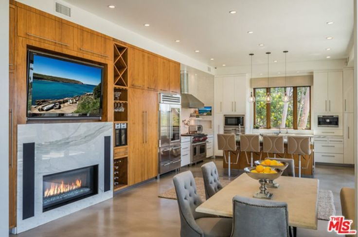 Check out Chris Hemsworth And Elsa Pataky's $3.4 Million southwest style Malibu Crash Pad Not many months after putting their former home in Malibu for sale, the gorgeous Aussie couple …