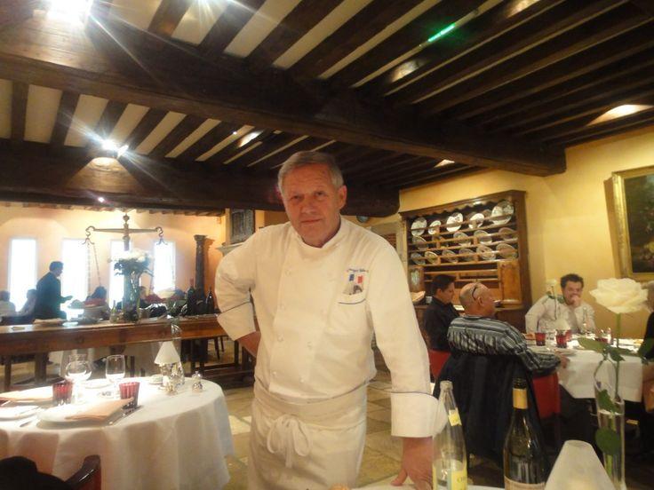 Chef Georges Blanc dans la salle de son restaurant à Vonnas.