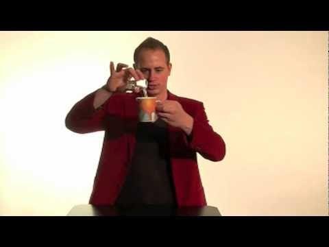 Goocheltruc water in ijs veranderen! (goochelen) - Leuke trucs deel 3 met Robin Matrix