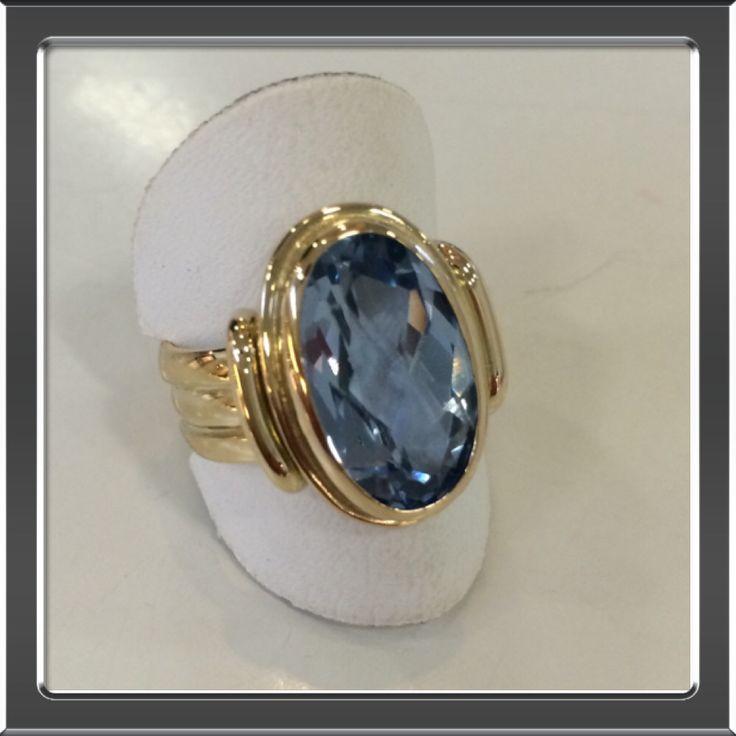 Van trouwringen nieuwe ring met aquamarijn gemaakt.