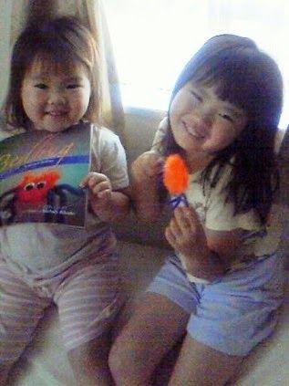Japanese children enjoy the bilingual Bedbug Book.