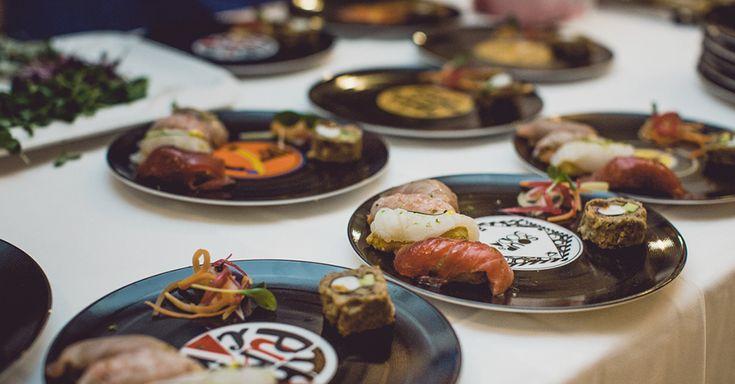 Reggere cinque cocktail in una cena è possibile. L'esperimento di Stefano Ciotti di food pairing alla mixologia è andato a buon fine. Se avesse scelto un mixologist diverso da Oscar Quagliarini probabilmente staremmo ancora vagando per il lungomare di Pesaro. #longplate #mixology