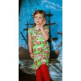 Zo lief dit jurkje van Dutch Heroes met kroontjes en roze konijntjes. En Bente wil er graag een rode legging onder, nou dat kan hoor, het is haar eigen creatie!