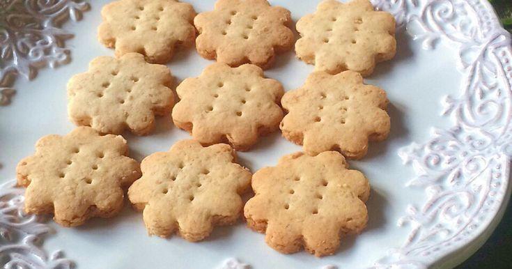 バター・卵無し。 砂糖の代わりにメープルシロップを使用して焼いた全粒粉クッキーです! シンプルな材料で素朴な味わいです。