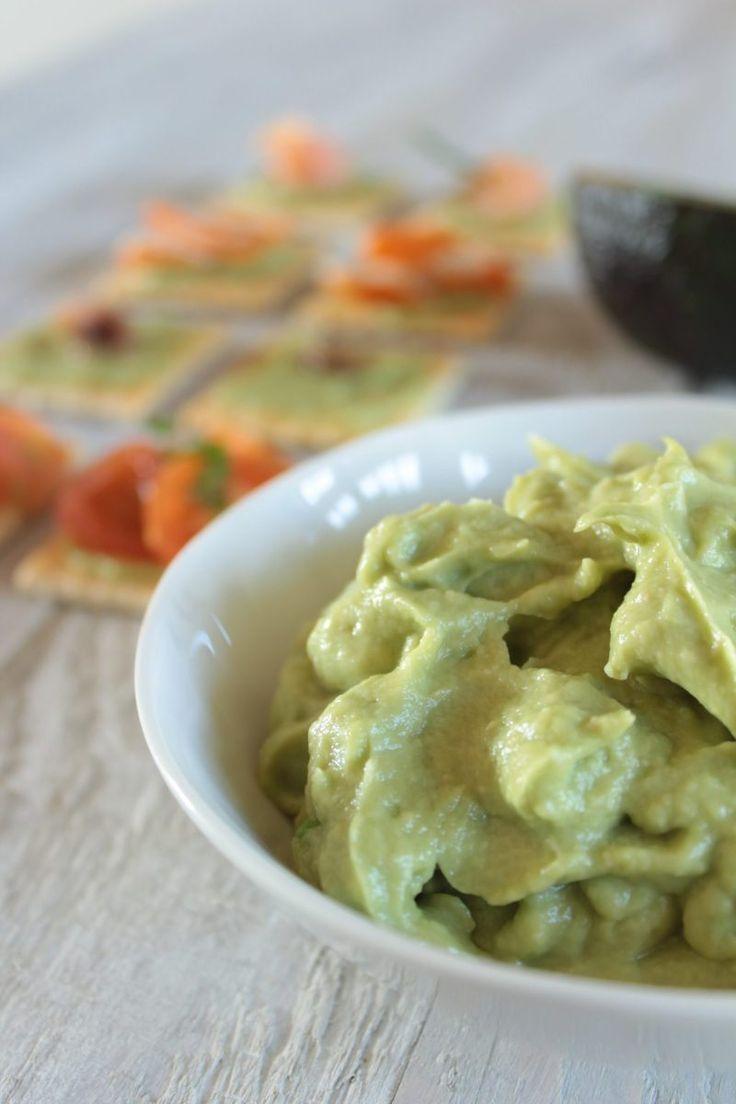 Avocado frutto esotico ricco di proprietà benefiche per la salute. L'avocado è ricco di sostanze antiossidanti che aiutano il nostro organismo a ritardare l'invecchiamento, mantenendo l…