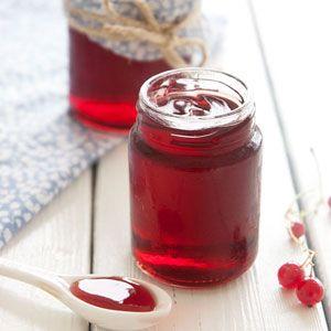Hjemmelavet ribsgele smager virkelig bare helt fantastisk - bruges som tilbehør til varme retter eller som marmelade, få opskriften her