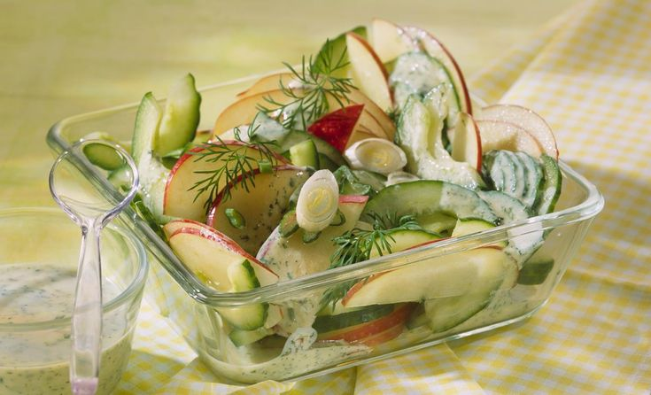 Apfel-Gurken-Salat mit Sauerrahm-Dressing   Knorr