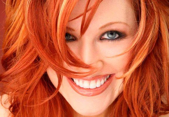 Há mulheres cuja marca principal é a cor de seus cabelos tingidos. Se você também faz parte desse grupo especial, deve saber mais do que ninguém o quanto é difícil manter a cor vibrante e os fios saudáveis todos os dias.
