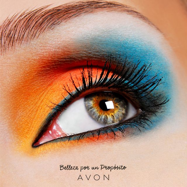¡Arriesgate a lucir una mirada neón! El naranja es el color perfecto para no pasar desapercibida.