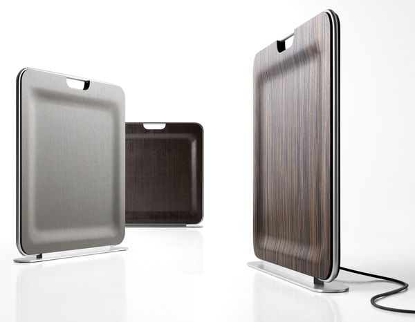 Cette mince feuille de bois aux lignes minimalistes est un radiateur mobile pratique réalisé par Enzo Berti pour I-Radium. Très léger, il se déplace facilement à la manière d'une valise grâce à sa poignée intégrée.
