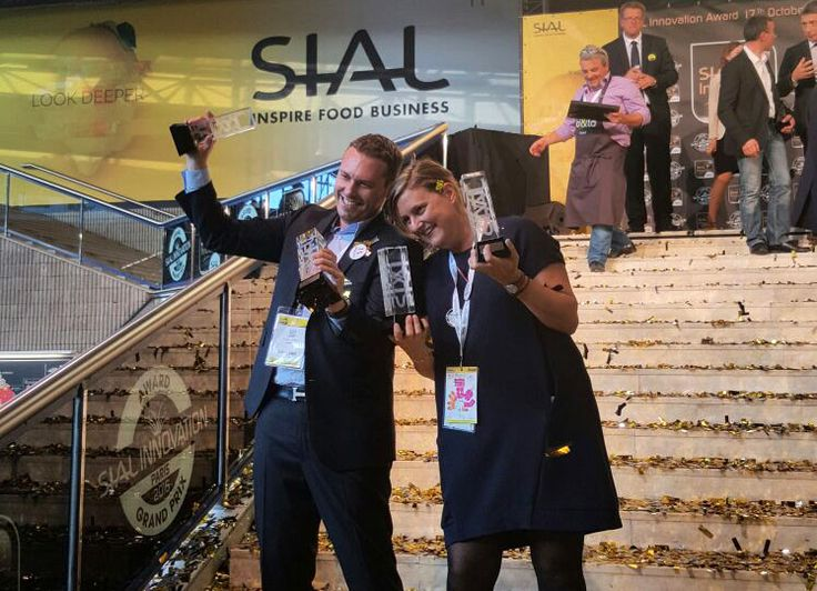 Sabarot rafle la mise au SIAL 2016 ! C'est à l'occasion du SIAL (Salon International de l'Alimentation), qui s'est déroulé à Paris du 16 au 20 octobre dernier, que Sabarot s'est vu décerner pas moins de 4 Grands Prix de l'Innovation, du jamais vu pour une même marque depuis la création de ce prix !
