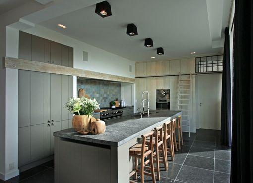 farmhouse kitchen mod