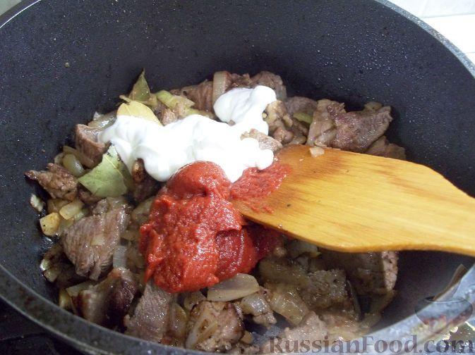 Фото приготовления рецепта: Гуляш из свинины - шаг №7
