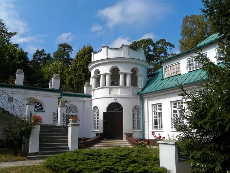 The entrance tower, Adampol Palace