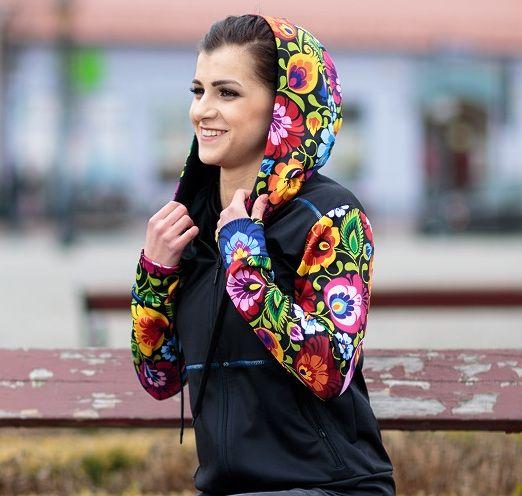 Folk fitness - damska bluza sportowa - łowickie wzory ludowe - czarna w kwiaty