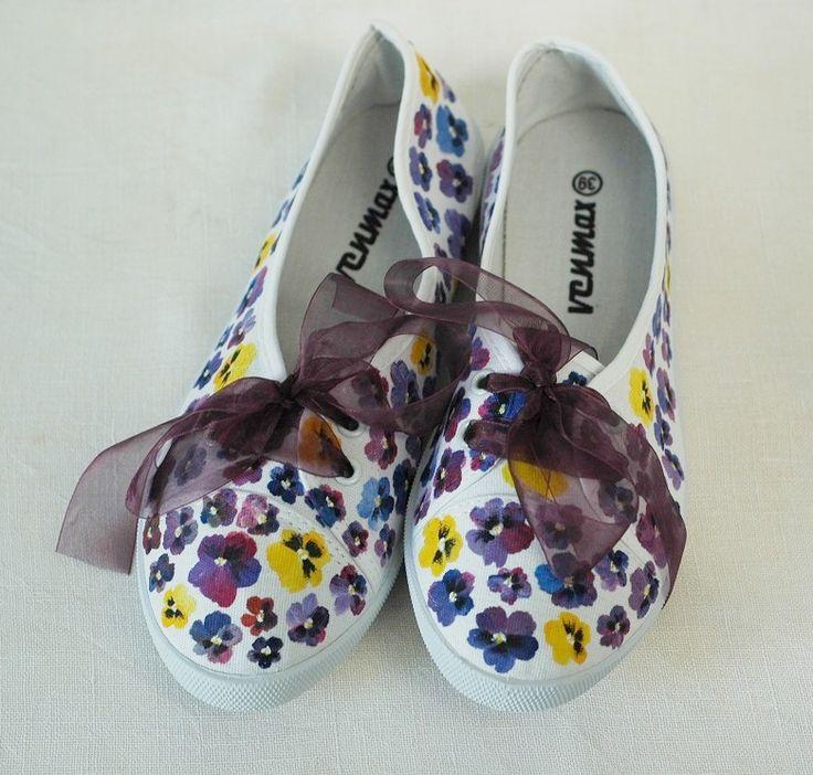 Ręcznie malowane tenisówki w bratki / Hand painted sneakers with pansies