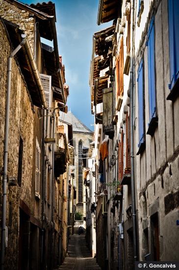 Ambiance méridionale dans les rues de la Bastide