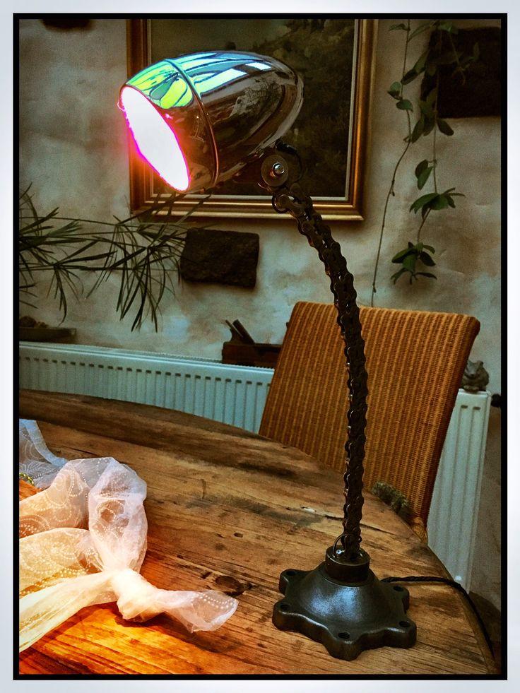 alte fahrradlampe mit kette und ein flansch einer. Black Bedroom Furniture Sets. Home Design Ideas