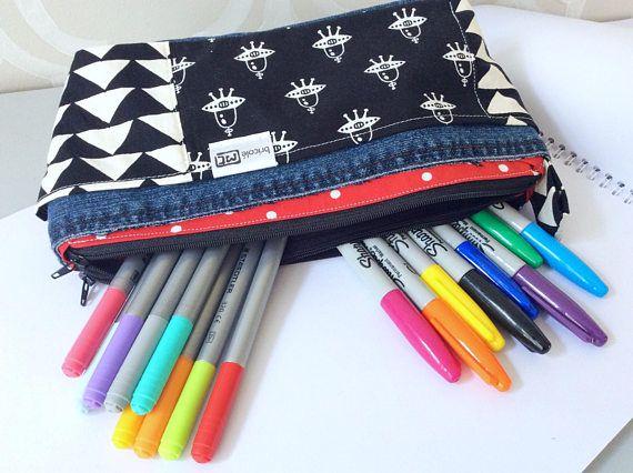 Hey, j'ai trouvé ce super article sur Etsy, chez https://www.etsy.com/ca-fr/listing/560916595/etui-a-crayons-double-compartiment
