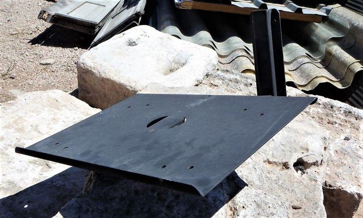 Soporte de pared para televisor pequeña de tubo, recuperados. Amplio stock disponible. Bandeja de 25x35cm. ---  Dimensiones: 35x40x20cm Ref:R0013 --- Realizamos envíos --- PVP: 12€