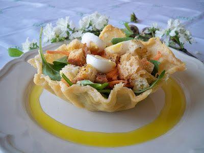 Nidi di parmigiano con spinaci e uova di quaglia