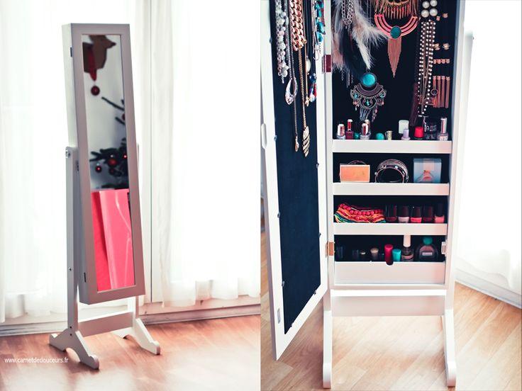 Casa me comble avec son miroir bijoux blog toulo - Miroir avec porte bijoux ...