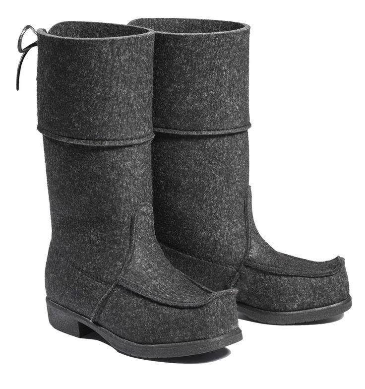 Grey wool felt boots from Töysän Kenkätehdas