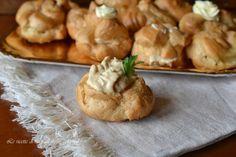 Bignè salati ripieni,ottimi da servire come antipasto per la cena della Vigilia di Natale o il pranzo di Natale