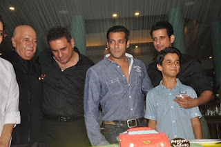 "Salman Khan and Amitabh Bachchan at Success Party of ""Ferrari Ki Sawaari""   Bollywood Cleavage"