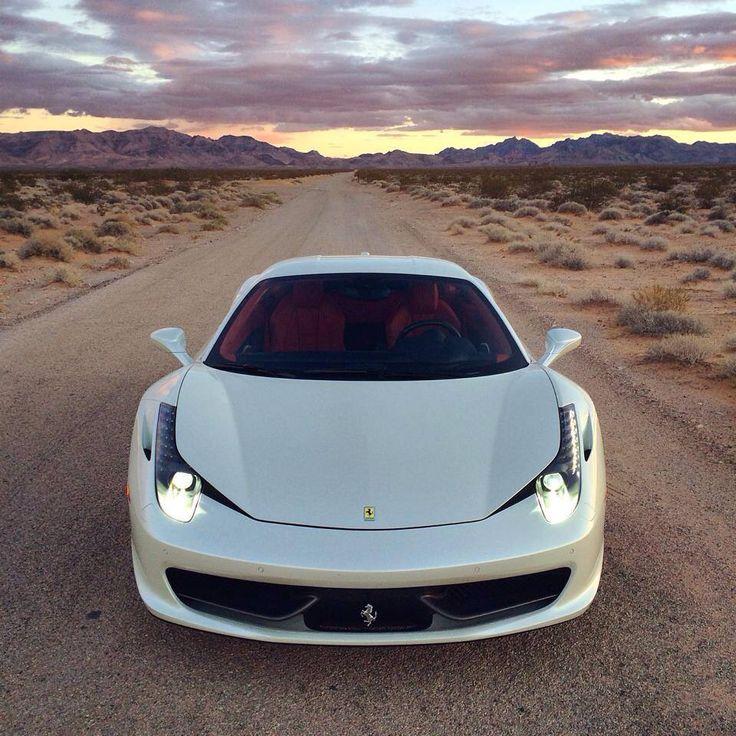 Hermoso Ferrari 458 Italia en color blanco