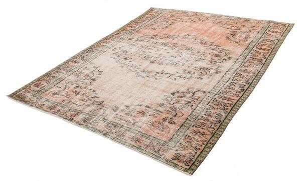 Vintage Perser Teppich braun retro im Raum