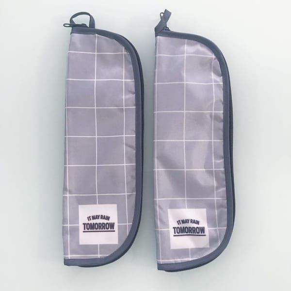 100均グッズで超簡単に作れる カバンの中身が濡れない吸水折りたたみ傘カバーの作り方 おうちらぶ 傘 折りたたみ 傘 カバー