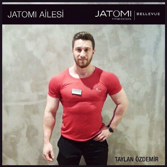 Taylan Özdemir / Jatomi Bellevue - Personal Trainer  Beykent Üniversitesi Mezunu, 1. kademe fitness antrenörü, lisanslı atletizmci  Yetkinlik alanları: Total body, insanity workout, bosu cardio, functional training, bölgesel zayıflama  Öne Çıkan Grup dersleri: Insanity workout  Motto: Şans diye bir şey yoktur, başarılı olmanın sırrı vakti geldiğinde hazır olmaktır. Siz hazırsanız ben  de hazırım.