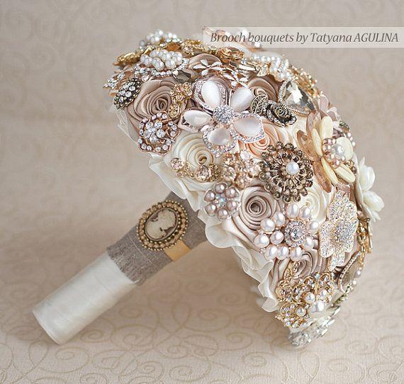 Vintage Brosche Bouquet. Elfenbein und Champagner von TatyanaAgulina @ etsy   – Brooch/Jeweled Bouquets